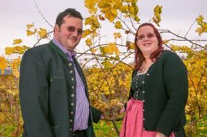 Alois und Eva Roch im Weingarten ihres Weinguts